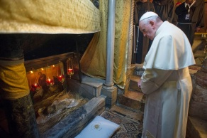 """In this photo provided by Vatican paper L'Osservatore Romano, Pope Francis visits the Nativity curch and site in the West Bank town of Bethlehem, Sunday, May 25, 2014. Pope Francis plunged Sunday into Mideast politics during his Holy Land pilgrimage, calling the current stalemate in peace efforts """"unacceptable"""" and winning the acceptance from the Israeli and Palestinian presidents to pay a symbolic visit to the Vatican next month to pray for peace. (AP Photo/Osservatore Romano, Pool)"""