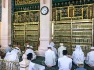 la-tumba-dorada-del-profeta-mahoma-aleyhisselam-medina-arabia-saudita-de-junio-islámico-y-los-primeros-líderes-musulmanes-abu-154257619