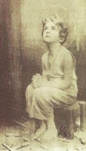 niño taller orando