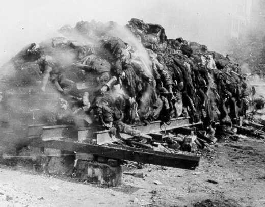 quema-de-cadaveres-en-dresden-despues-del-bombardeo-febrero-1945