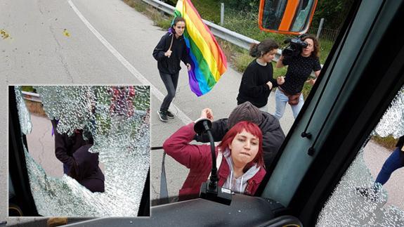 ataque-autobus-hazteoir-asturias-k54G-U30261334625lqE-575x323@El Correo