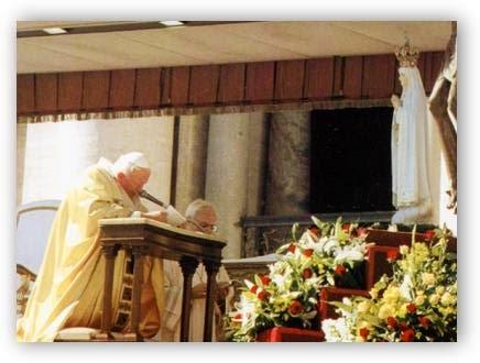 Virgen de Fátima y Papa Juan Pablo II arrodillado - Affidamento a Maria GPII