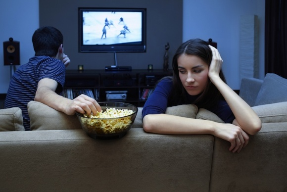 couple-watching-tv