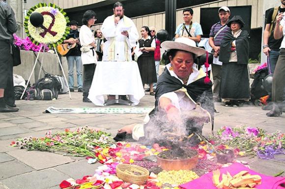 20130411120000_ritual-inda-gena-y-misa-en-quito-en