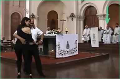 bergoglio-profanando-la-catedral-de-buenos-aires-argentina-misa-tango