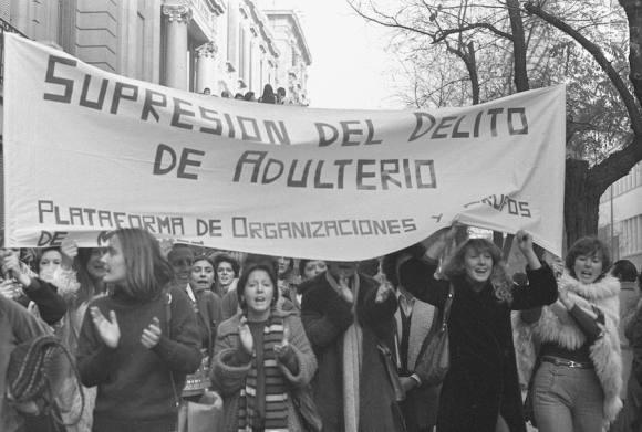 Manifestación-por-la-supresión-del-delito-de-adulterio-en-1976