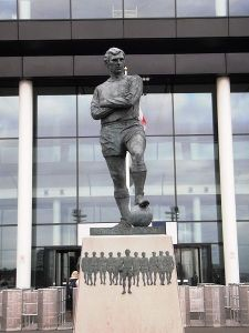 450px-bobby_moore_statue_-_geograph-org-uk_-_1770982
