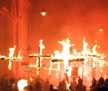 Lewes_Bonfire,_Martyrs_Crosses_02_detail