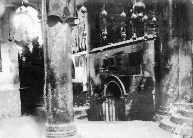 GRAF8620. JERUSALÉN, 04/07/2019.- Fotografía cedida por la Biblioteca Nacional de Israel, donde aparece el interior de la Iglesia de la Natividad en Belén durante la década de 1880. EFE/Jacob Wahrman Archive -SOLO USO EDITORIAL/NO VENTAS-